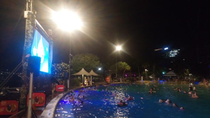 Films de Noël dans la piscine